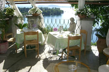 Lakeside epoc Italian Villa - Lesa - Bed & Breakfast