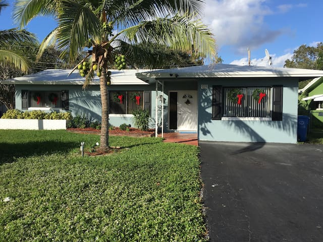 Sheldoon's-convenient to Wilton Manors/ the Beach