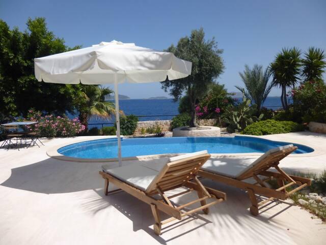 villa with private beach and pool - Kaş - Villa