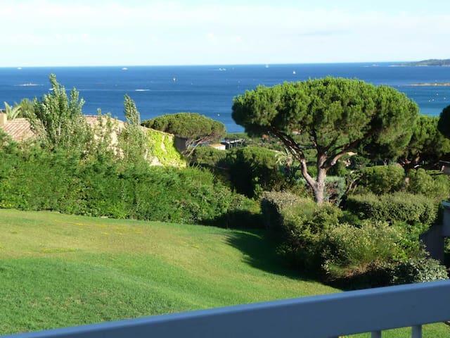 "300m plage Studio vue mer ""FUSCHIA"" Ste Maxime"