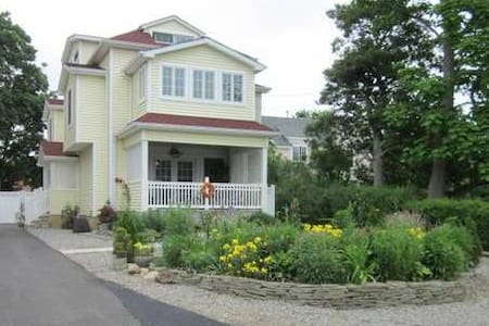 Private Suite Near Sea Bright Beach - Rumson - Bed & Breakfast