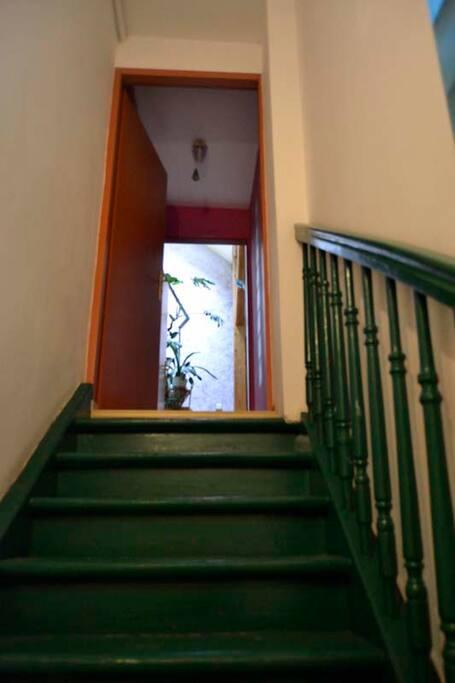 L`escalier interieur pour entrer au L`apartement