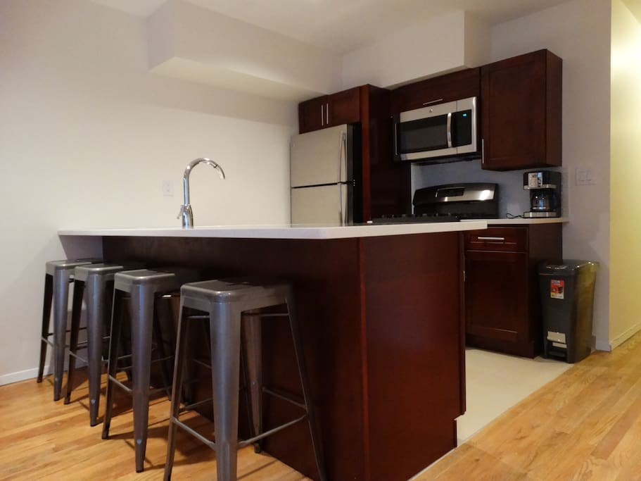 High end eat-in kitchen. Brand New Appliances.
