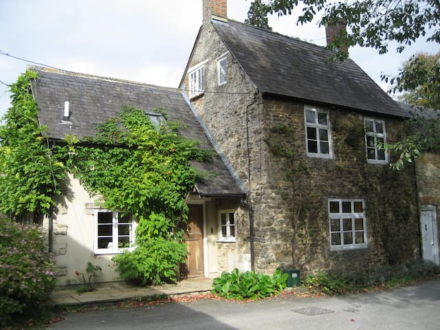Double Room in Character Cottage - Buckland