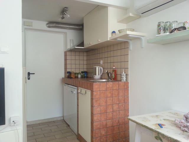 Studio - 10 minutes from downtown