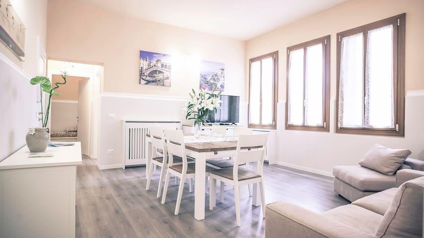 CA' SANTA MARINA Large apartment near Rialto