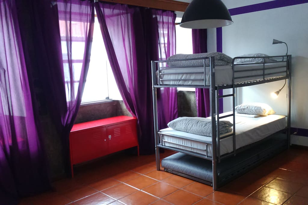 purpleisland hostel chambres d 39 h tes louer angra do hero smo a ores portugal. Black Bedroom Furniture Sets. Home Design Ideas