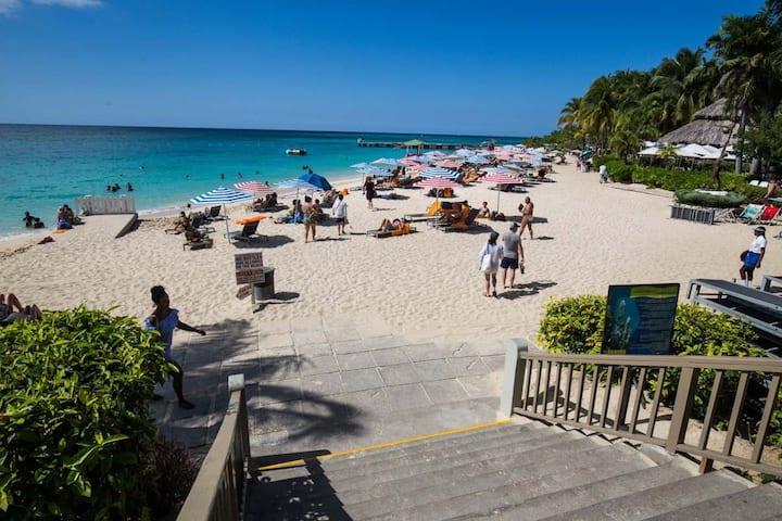 ⭐️  Palm Breeze Cottage  ❤️ FREE Beach Access