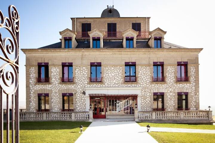 Chambre familiale avec spa, club enfant - Giverny - Rolleboise - Şato