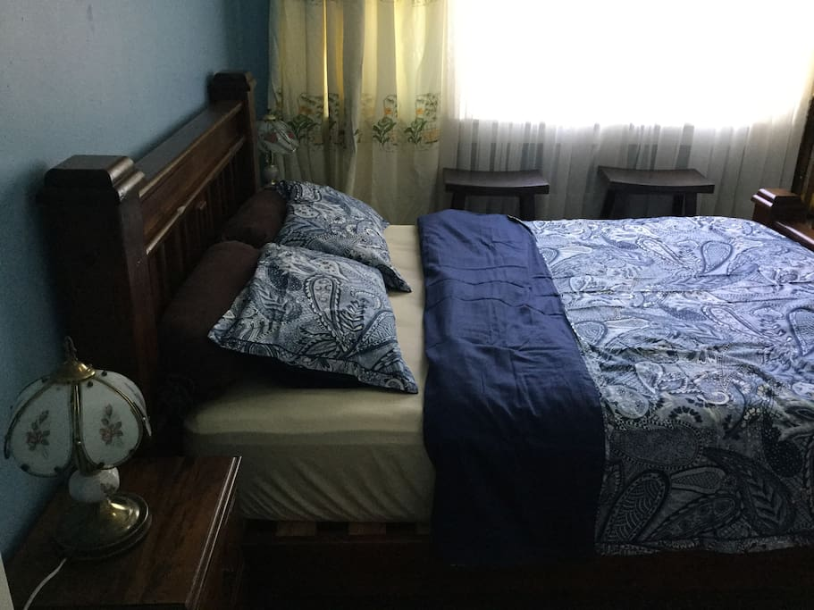 Main bed room - queen bed with top quality mattress