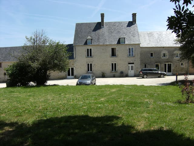 Cottage near Ste Mère Eglise - Turqueville - บ้าน