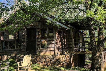 2 Bedroom cabin in the woods