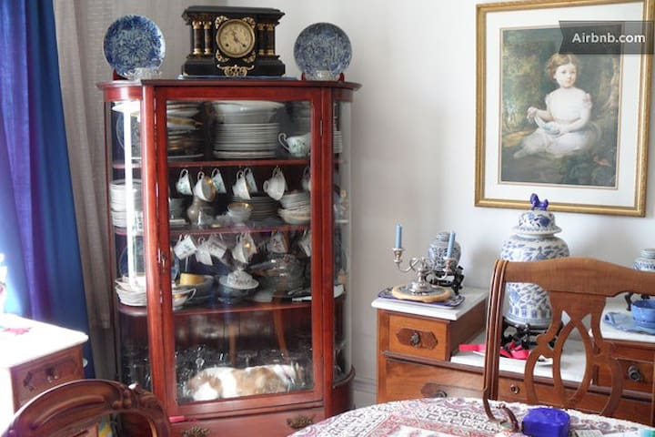 Plumtree Room: the garden side of life - Port Burwell - Bed & Breakfast