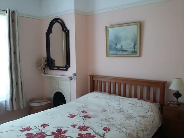 Big double room with sisal matting.