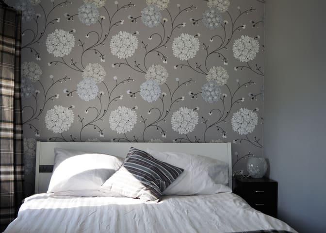 K45 Mackenzie Cottage - Bedroom 1 (Double)