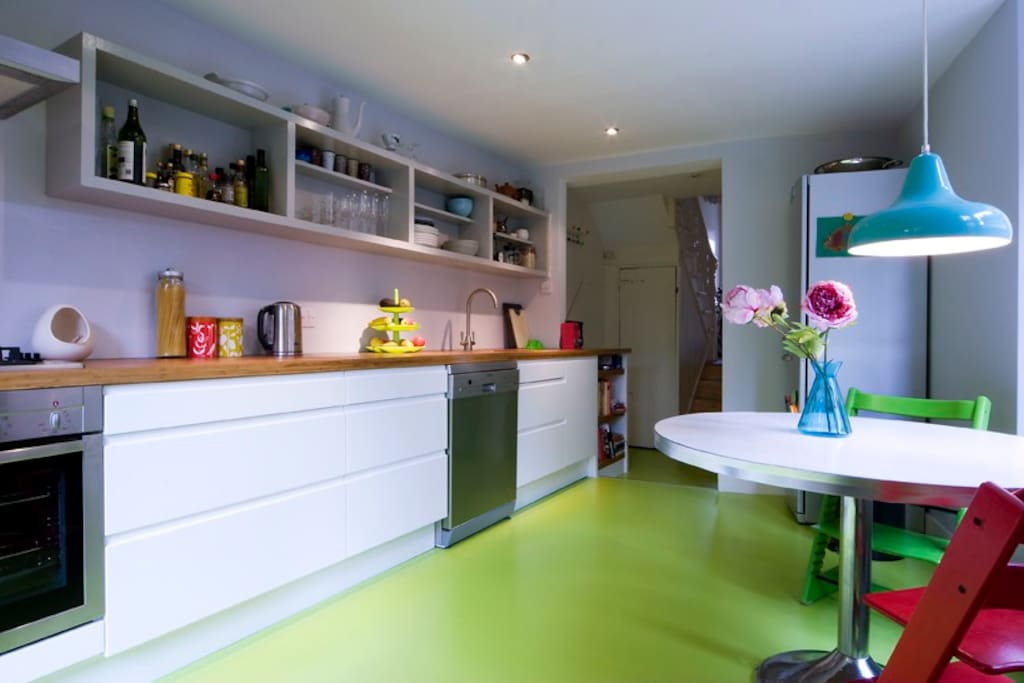 Eat-in kitchen with dishwasher