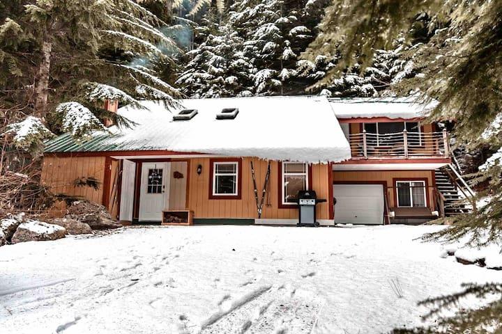 Cozy Cabin Retreat Sunshine Valley