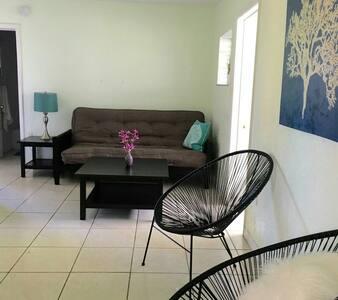 2 bedroom poolside unit near beach - Saint Pete Beach
