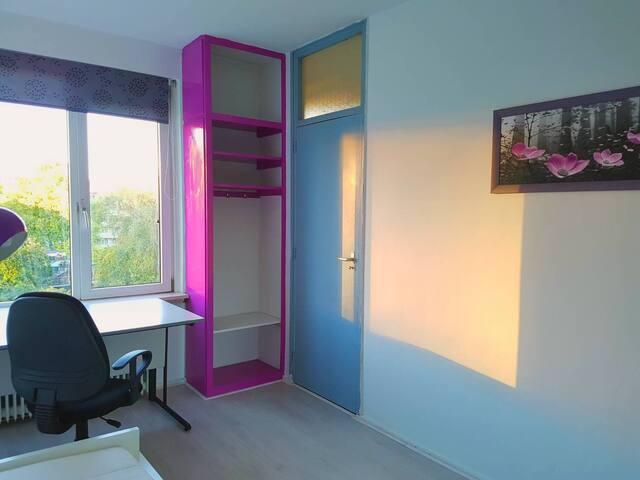 sunny room 2