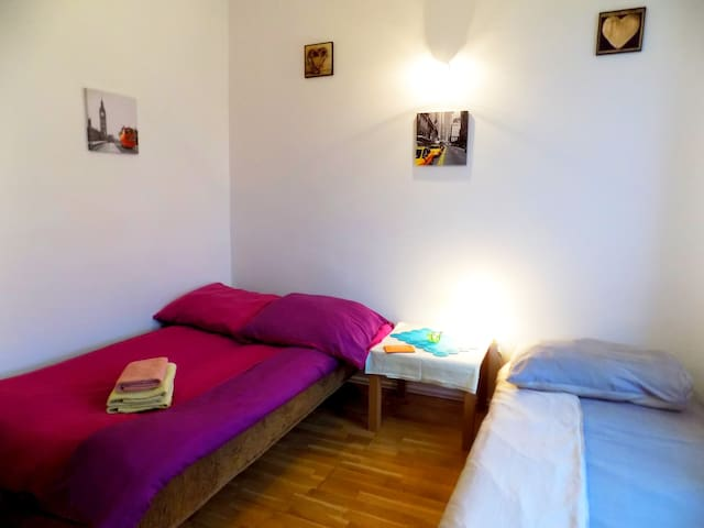 (3)Family room with shared bathroom /MARKET SQUARE - Breslavia - Bed & Breakfast