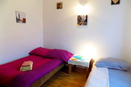 (3) Pokój dla 3-osób ze wspólną łazienką /RYNEK - Wrocław