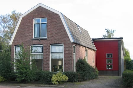 charming house in rural village, bus to Giethoorn - Nijensleek
