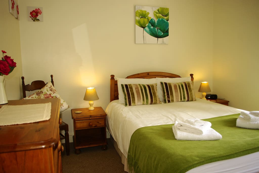 Spacious bedroom with memory foam king size bed and Egyptian cotton bedding