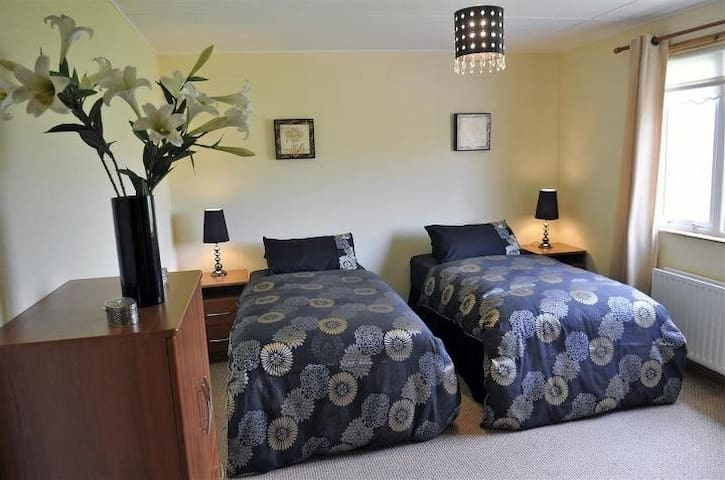 Country lodge/cottage with hot tub - Dungannon and South Tyrone - บ้าน