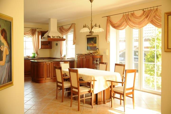 Dom w zaciszu 300 m2 - Slupsk - Hus