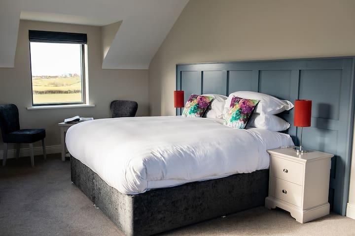 Deluxe super king bedroom