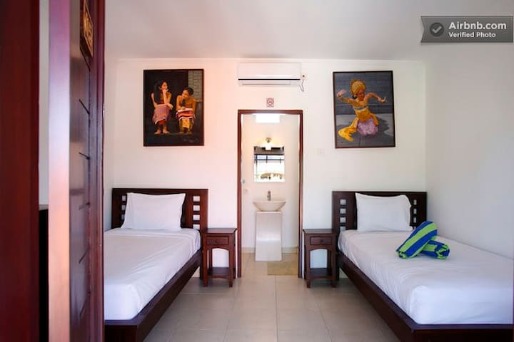 sanur Hostel and Homestay twin bed near beach