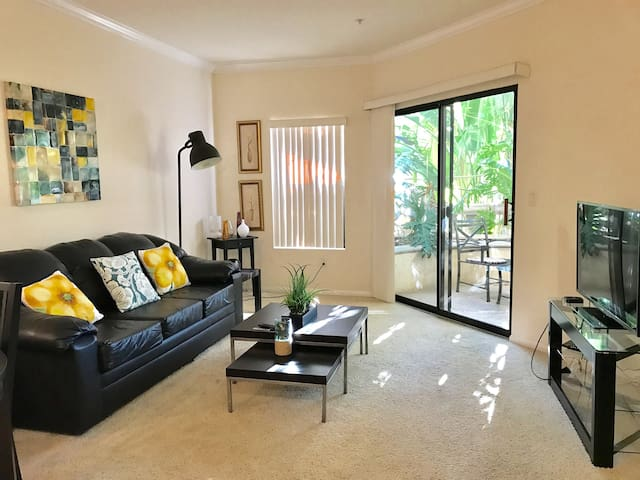 Modern Luxury 1 Bedroom Apartment in central LA-3
