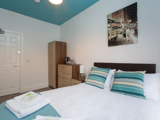 Townhouse @ Minshull New Road Crewe  Double Room 4