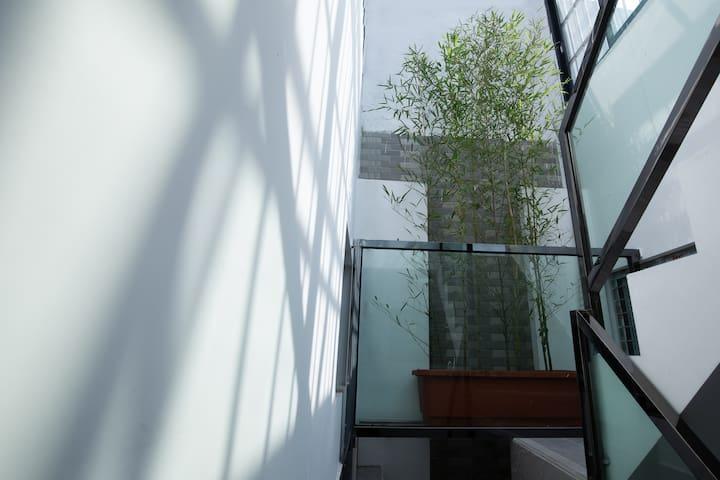 「西关老宅」room1-老城区初体验•地铁站步行600米•毗邻上下九、永庆坊、十三行#1楼舒适大床房