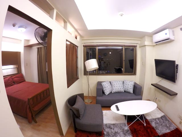 Cute & Cozy Condo: Eastwood QC