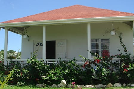 2 bedroom cottage with A/C, Wifi - St Johns
