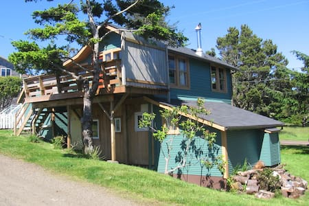Cottage with large yard & deck - Tillamook - Talo