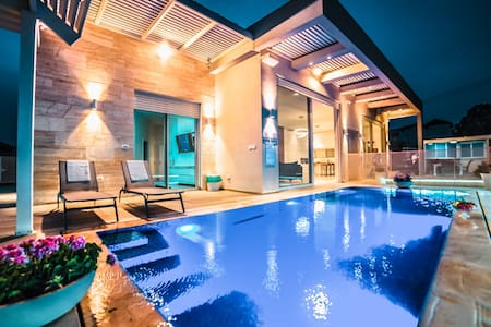 incredible new villa on clife with infiniti pool