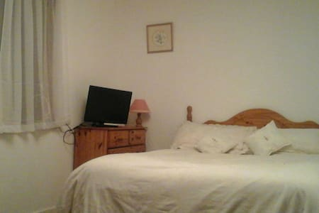 Central Kirkwall, Large double room - Kirkwall, Scotland, GB