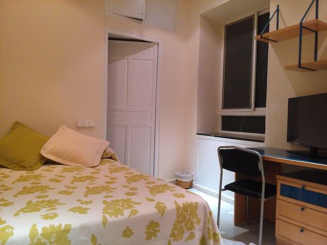 Muy céntrico, Recepcion 24h, Wifi - Alicante - Bed & Breakfast