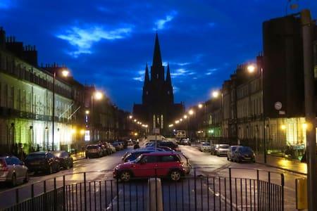 beautiful city center getaway - Edimburgo
