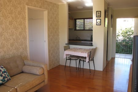 Neat, convenient and central pad - Highgate Hill