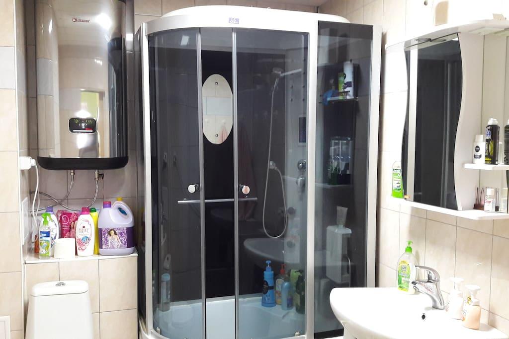 Общая ванная комната Shared Bathroom 공용 욕실