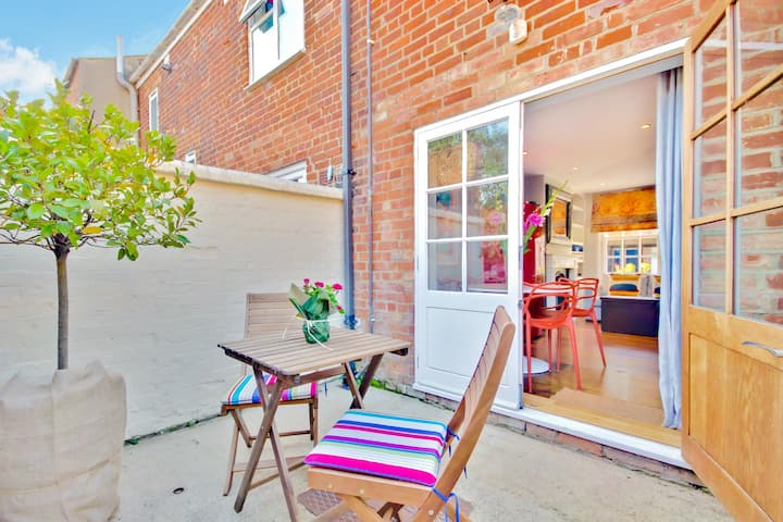 ★Bright & cozy 1 bed Townhouse in Jericho★