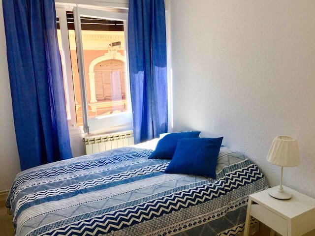 Deliziosa stanza privata luminosa e minimalista