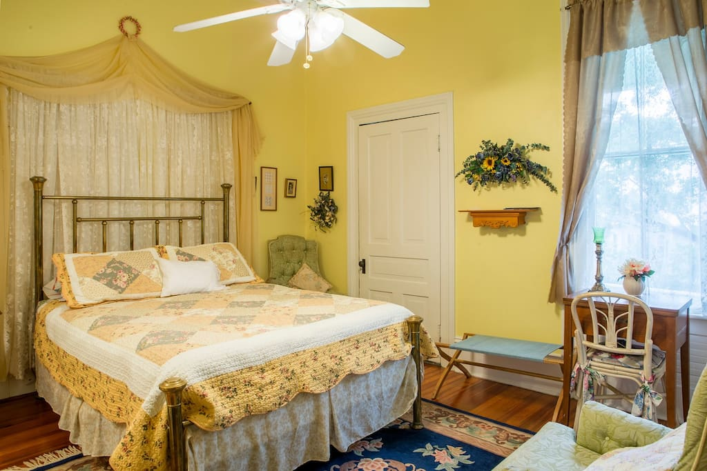 the nanny room bed and breakfasts for rent in alexander city alabama united states. Black Bedroom Furniture Sets. Home Design Ideas