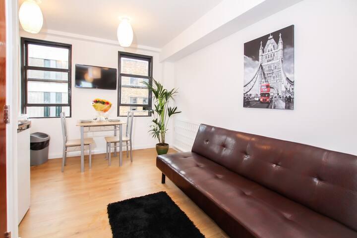 Bright Studio Flat in Angel, Central London!