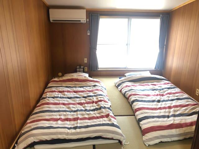 Japanese tatami room on 2nd floor 2階和室 寝室