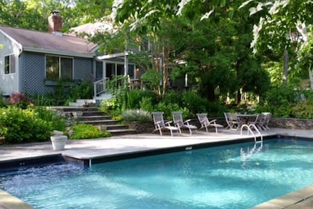 4 bed/4bath gourmet kitchen w pool