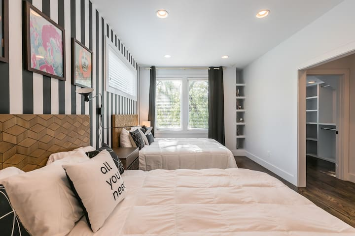DREAM for big group-8 bedroom complex close to DT!